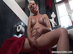 Gorgeous British blonde MILF Tracy Venus plays in the shower