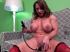 brandimae pumps her big clit