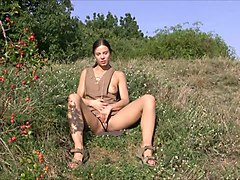 flexible brunette alexa - nature